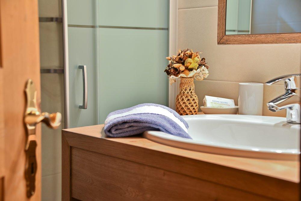 appartamento-ortler-doccia-dettagli