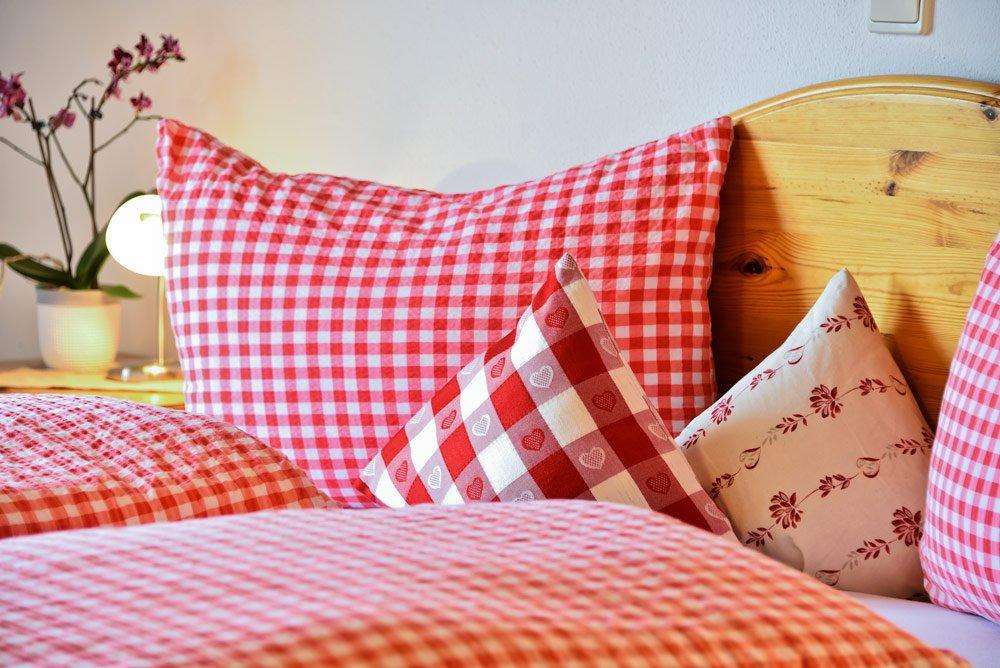ferienwohnung-bichel-schlafzimmer-detail