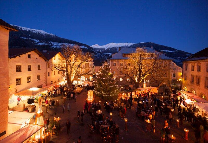 Besuchen Sie den Weihnachtsmarkt in Schlanders