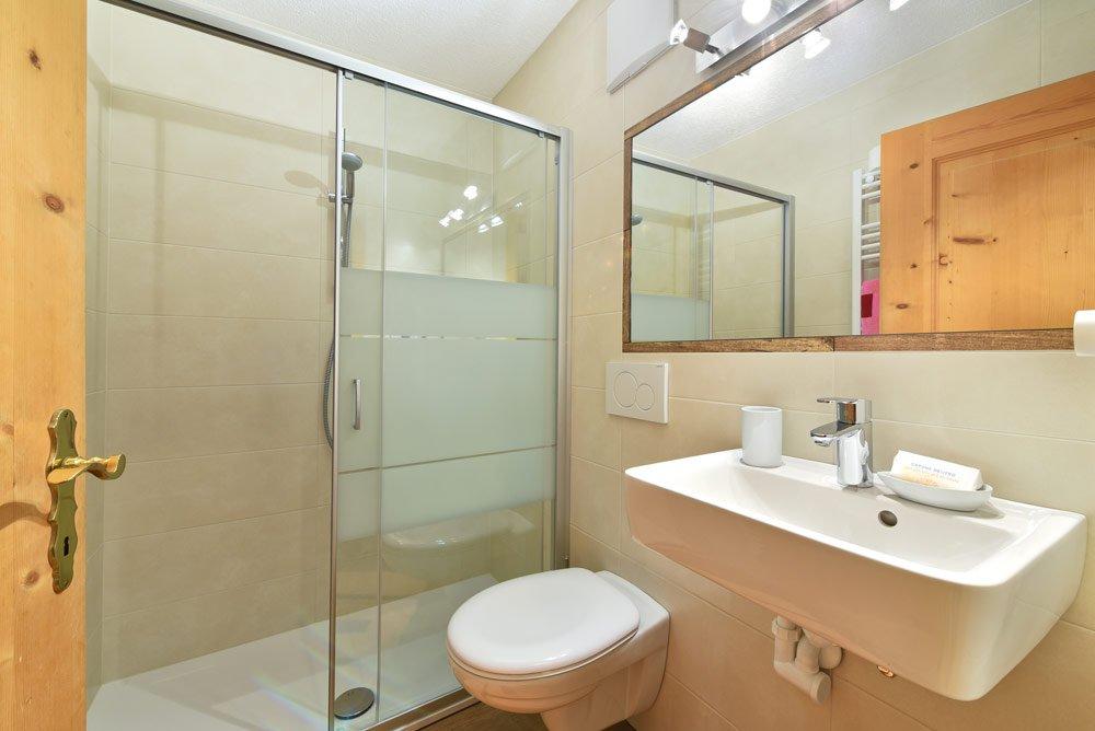 zimmer-talblick-dusche